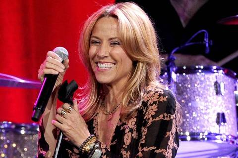 BEVERLY HILLS, CA - MAY 13: Singer-songwriter Sheryl Crow performs onstage at the 62nd annual BMI Pop Awards at the Regent Beverly Wilshire Hotel on May 13, 2014 in Beverly Hills, California.   Kevin Winter/Getty Images/AFP == FOR NEWSPAPERS, INTERNET, TELCOS & TELEVISION USE ONLY ==