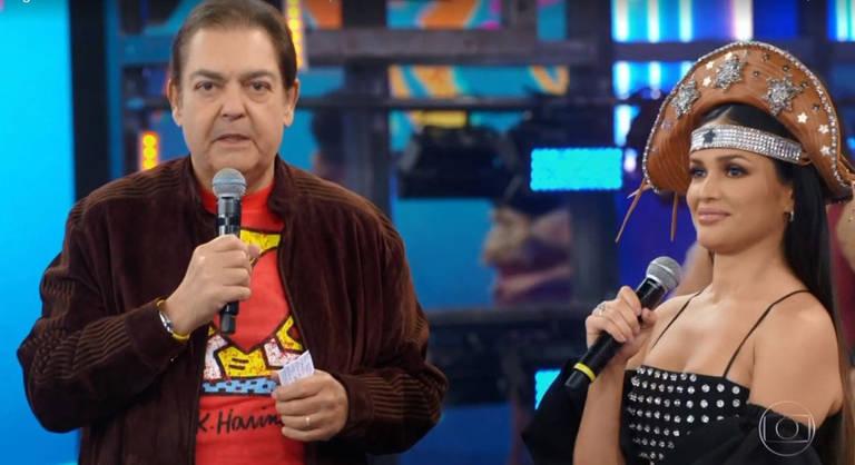 Juliette no palco do Domingão