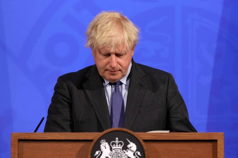 Sob pressão da variante delta, Inglaterra adia fim das restrições