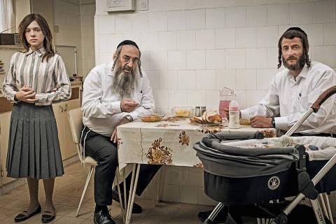 Shira Haas, Doval'e Glickman e Michael Aloni em cena da série israelense 'Shtisel' ORG XMIT: Season:3