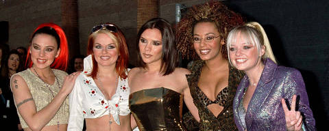 FILE PHOTO: The Spice Girls arrive for the 1997 Billboard Music Awards at the MGM Garden in Las Vegas December 8. Reuters/Fred Prouser/File Photo ORG XMIT: FW1
