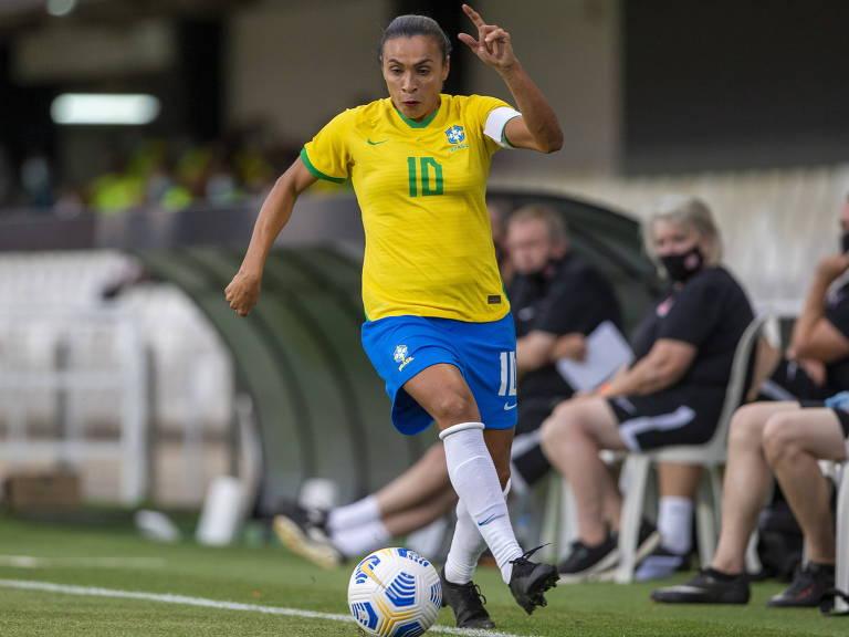 Marta durante amistoso entre Brasil e Canadá, na Espanha