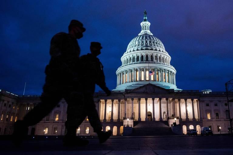 Militares patrulham o Capitólio, em Washington