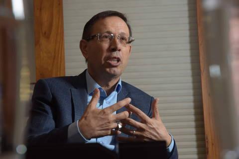 CPI da Covid pede condução coercitiva e retenção de passaporte de empresário Carlos Wizard