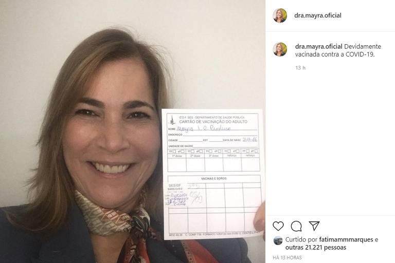 Mayra Pinheiro, secretária do Ministério da Saúde, afirma ter sido vacinada contra a Covid-19