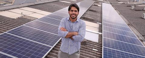 BRASILIA, DF,  BRASIL,  15-02-2019, 12h00: Vinicius Ferraz, cofundador da startup Solar 21, de energia solar, posa para fotos no telhado do condomínio onde funciona a startup, no qual est'a instalada uma usina de geração de energia solar.  (Foto: Pedro Ladeira/Folhapress, MERCADO) ***EXCLUSIVO***  ***ESPECIAL***