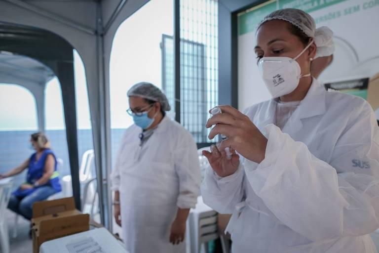 Cidades brasileiras começam a vacinar adolescentes contra a Covid-19
