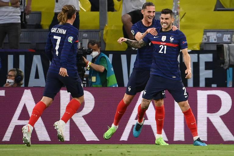 França bate a Alemanha na estreia, mas ainda procura lugar de Benzema