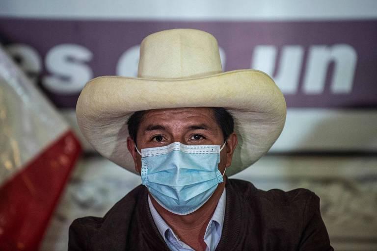 Fim da contagem no Peru dá vitória a Castillo, mas resultado depende de análise de impugnações