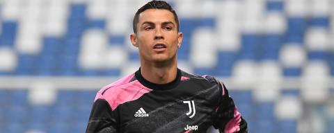 Soccer Football - Serie A - U.S. Sassuolo v Juventus - Mapei Stadium - Citta del Tricolore, Reggio Emilia, Italy - May 12, 2021 Juventus' Cristiano Ronaldo during the warm up before the match REUTERS/Alberto Lingria