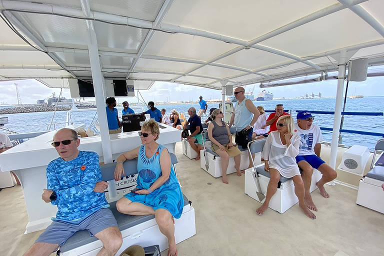 Passageiros durante uma excursão em Barbados, em junho de 2021, não eram permitdos andar sozinhos na ilha ou nadar na praia