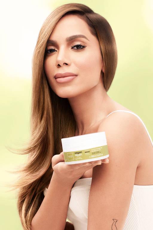 Anitta participa da campanha Vegan Repair de produtos veganos