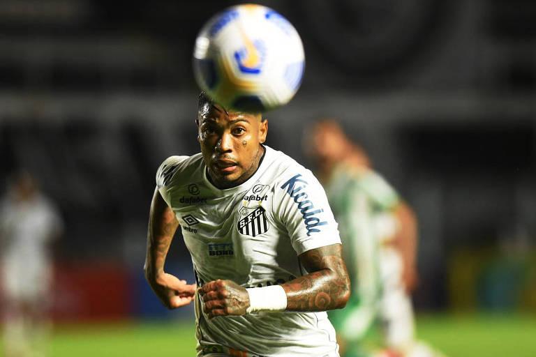 Santos encara Fluminense e tenta repetir sequência obtida no tempo de Sampaoli
