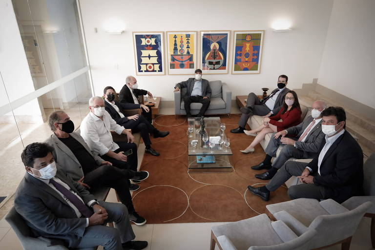 Dirigentes e integrantes de partidos de centro, centro-direita e centro-esquerda durante almoço em Brasília, nesta quarta-feira (17)
