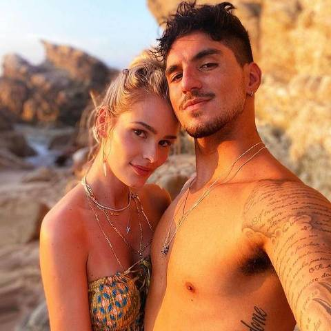 A modelo Yasmin Brunet e o surfista Gabriel Medina