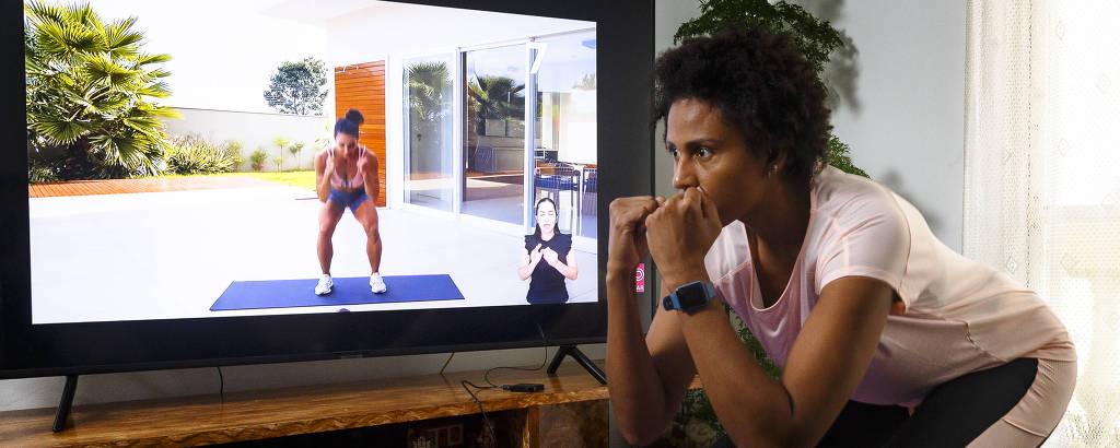 A jogadora de vôlei Natália Martins faz aulas online de ginástica