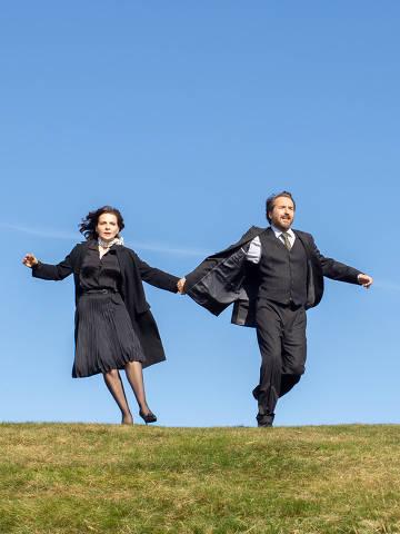 Juliette Binoche e Edouard Baer em cena do filme 'A Boa Esposa', dirigido por Martin Provost