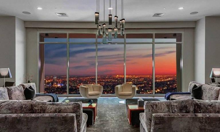 Matthew Perry vende sua cobertura no prédio Century Tower, em Los Angeles