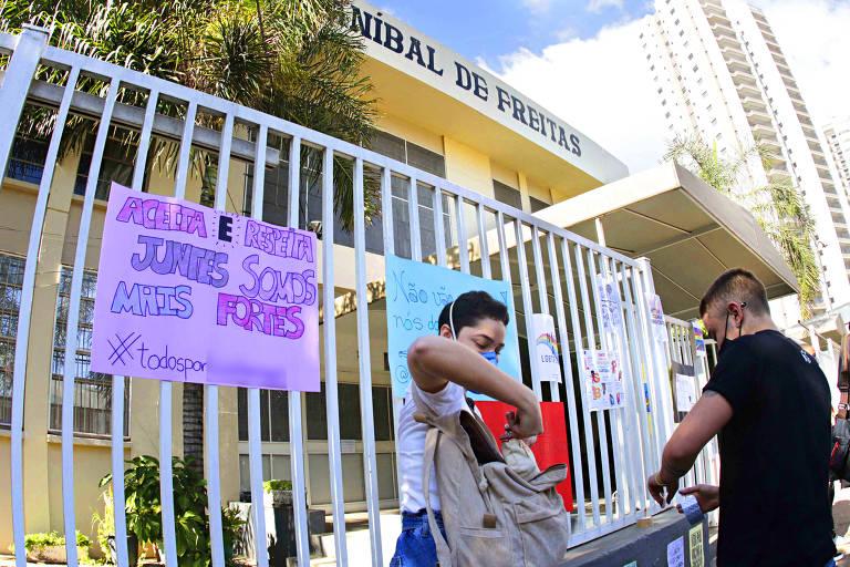 Ato Discriminação - Ato em frente a escola Anibal de Freitas, na manha desta quinta-feira (17), na cidade de Campinas (SP)