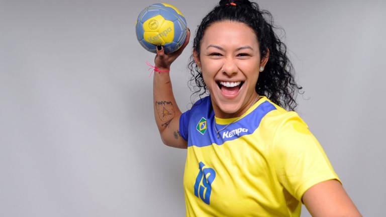 A pivô Elaine Gomes, campeã mundial com a seleção brasileira de handebol em 2013