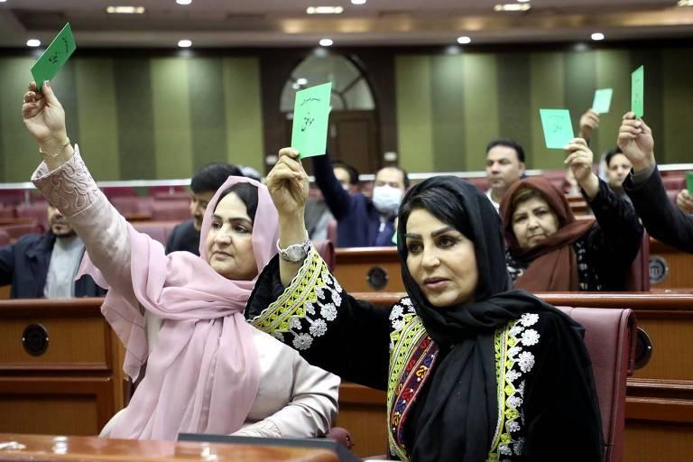 Mulheres durante sessão do Parlamento do Afeganistão