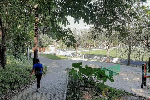 SÃO PAULO, SP, BRASIL, 15-06-2021 -  PARQUE TENENTE BRIGADEIRO FARIA LIMA -  o parque Tenente Brigadeiro Faria Lima, um dos que foi passado à iniciativa privada pela prefeitura. (Foto: Ronny Santos/Folhapress)