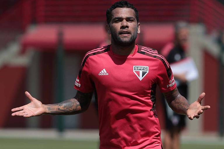 Caneladas do Vitão: São Paulo libera Daniel Alves e tira barato da própria torcida!