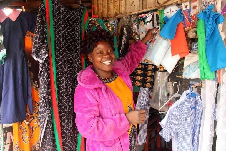 A empresária Julie Anyango Omoto em Kawangware, Nairóbi, no Quênia
