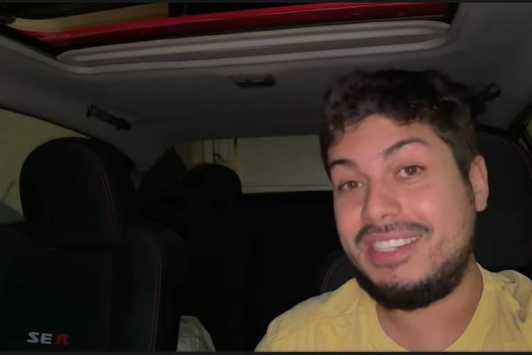 Frame de vídeo em que youtuber Eduardo Razuk, do canal Backstage, acusa Folha de ter se envolvido em acidente com carro da BMW
