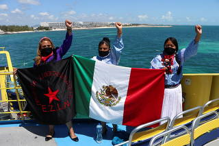 Delegation of the EZLN boards a boat called