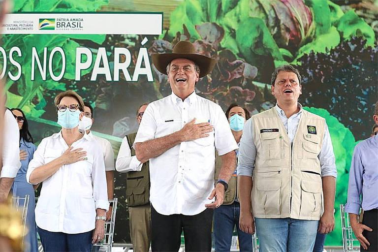 Com microfone dado por Bolsonaro no Pará, apoiador pede defesa de garimpeiros e madeireiros