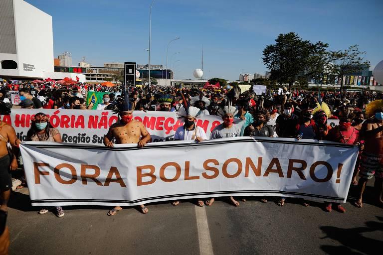 Manifestantes vão às ruas pelo país em protestos contra Bolsonaro