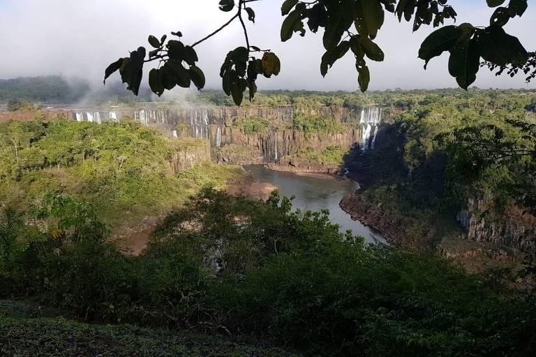 Cataratas do Iguaçu sem água são retrato parcial das perdas do Paraná com a seca
