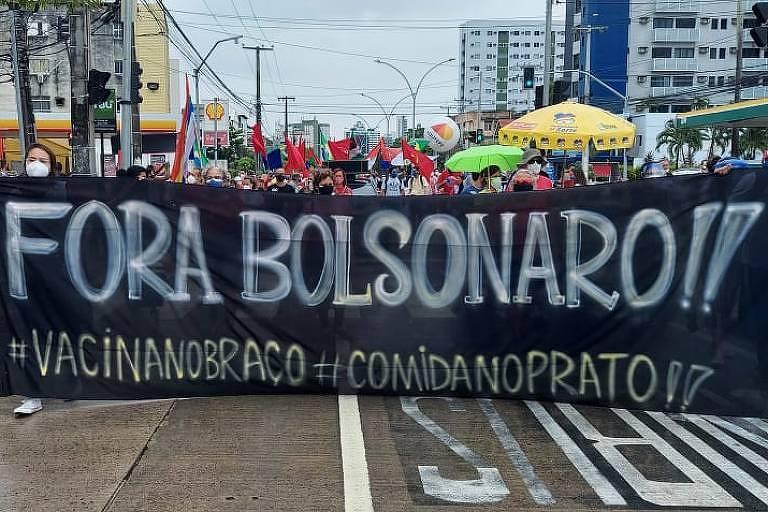 Após ação violenta da PM em maio, protesto anti-Bolsonaro no Recife tem 'abraço simbólico'