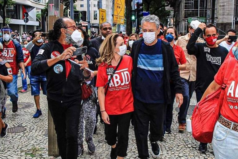 No dia do aniversário, Chico Buarque está entre famosos em ato contra Bolsonaro