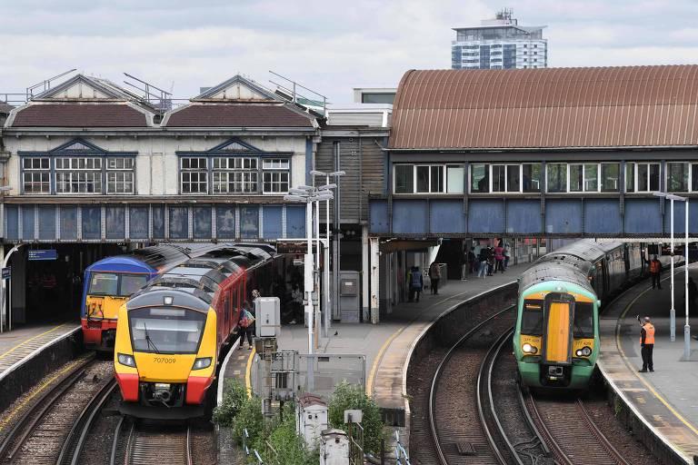 Programa no Reino Unido financia passagens de trens para vítimas escaparem de abuso doméstico