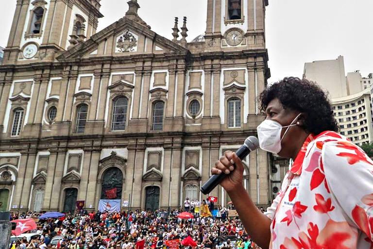 Políticos e famosos participam de protestos contra o presidente Jair Bolsonaro