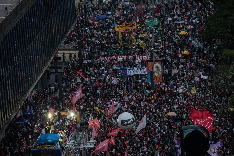 Manifestação na avenida Paulista contra o presidente Jair Bolsonaro, neste sábado (19)
