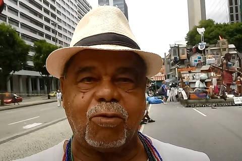 Entrevista com Luiz Fernando Ribeiro do Carmo, Laila em 23/02/20 ( Foto: Reprodução / Adiel Carteiro Poeta no youtube )