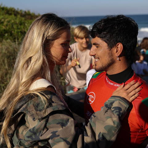 Surfer Gabriel Medina, who is set to represent Brazil at the Tokyo 2020 Summer Olympic Games, is greeted by wife Yasmin Brunet after competing during the Rip Curl Narrabeen Classic competition in the Narrabeen suburb of northern Sydney, Australia, April 19, 2021.  REUTERS/Loren Elliott ORG XMIT: PPP-AUS108