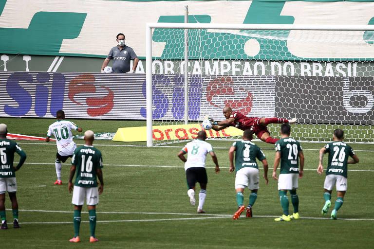 Jailson defende cobrança de pênalti de Ademir durante jogo entre Palmeiras e América-MG