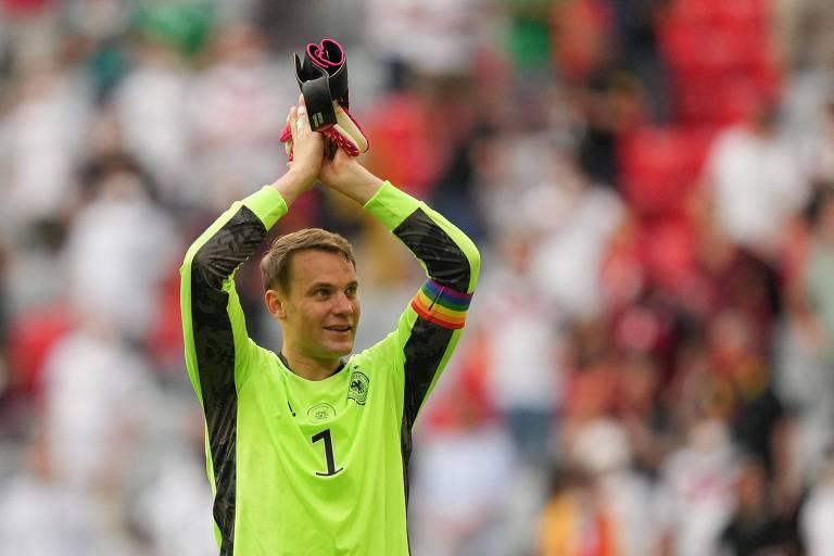 Uefa cogita punir Neuer por símbolo gay, mas volta atrás e diz que uso é por boa causa