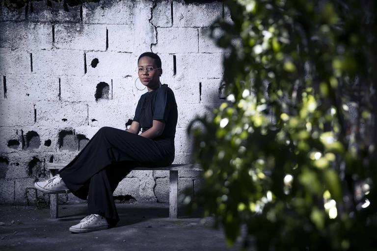 'Aqui não dá para encontrar emprego': jovens pensam em sair do país para ter estabilidade
