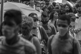 Candidatos durante primeiro dia de Enem, em São Paulo