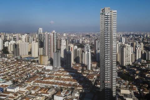 Sao Paulo, , BRASIL, 14-06-2021:  Vista aerea do Edificio Figueira Altos do Tatuape de 170 metros e da sua  sombra projetada sobre casas e outros edificios menores (Foto: Eduardo Knapp/ Folhapress, COTIDIANO).