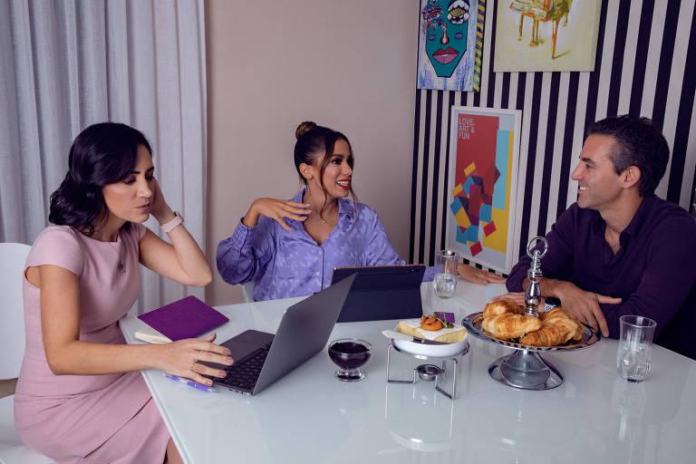 Anitta e os co-fundadores do Nubank, Cristina Junqueira e David Vélez