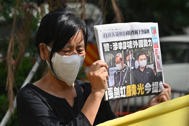 Jornal pró-democracia de Hong Kong fica à beira do fim após ação repressora da China