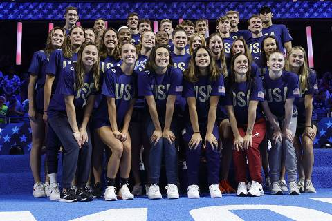 OMAHA, NEBRASKA - JUNE 20: The United States Olympic Swimming team poses for a portrait during Day Eight of the 2021 U.S. Olympic Team Swimming Trials at CHI Health Center on June 20, 2021 in Omaha, Nebraska.   Al Bello/Getty Images/AFP == FOR NEWSPAPERS, INTERNET, TELCOS & TELEVISION USE ONLY ==