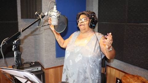 Tia Surica, que lança 'Conforme eu sou'
