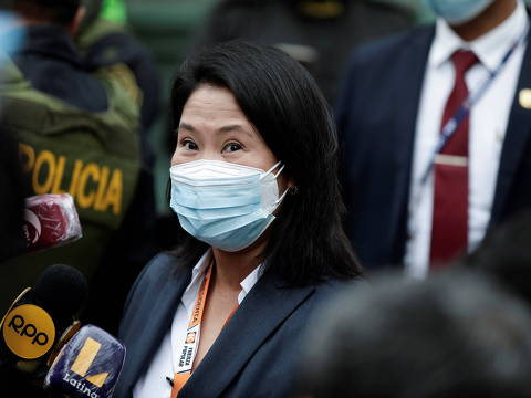 Peru's presidential candidate Keiko Fujimori talks with journalists as she arrives at the National Court of Tacna Avenue in Lima, Peru, June 21, 2021. REUTERS/Angela Ponce ORG XMIT: GGG-SMS204